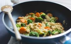 西兰花炒饭食物高清图图片