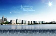 蓝天城市建筑物与水景