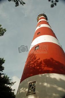 阳光下的灯塔