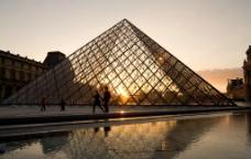 玻璃金字塔图片