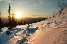 雪地夕陽落日風景背景圖