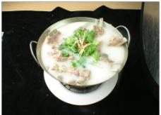 锅仔酸菜羊排图片