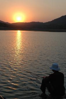 垂钓夕阳图片