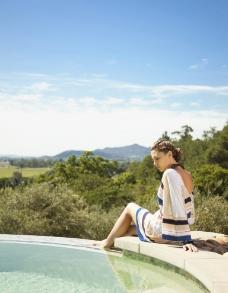 泳池美女图片