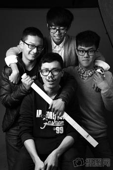 搞笑的四个人